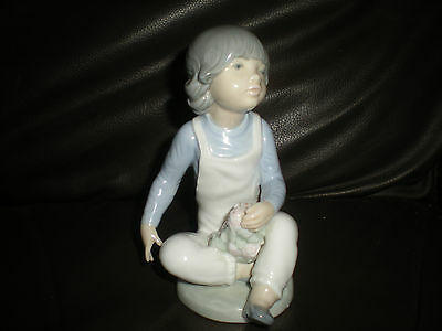 "Nao by Lladro  Figurine - "" Christina with roses "" 0416 -   rare"