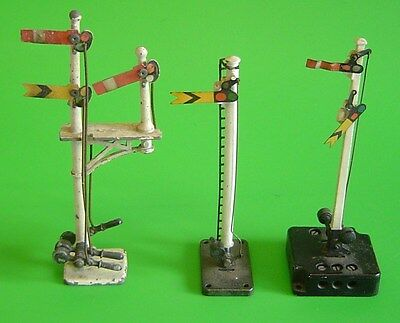3 Vintage OO Scale Train Signals (one powered) - Crescent  Triang & Meccano Ltd