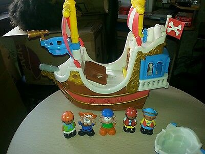 Happyland pirate boat and figures