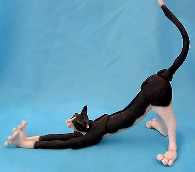 A Breed Apart Country Artists 'spatz Felis Stretchus'  - Stretching Cat