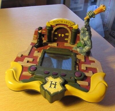 RARE HARRY POTTER tiger HOGWARTS LCD ELECTRONIC VIDEO GAME handheld HASBRO WORKI