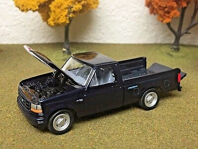 FORD Pick-Up, 1993, 1:64, F150 XLT, Ertl Collectibles Opening Hood & Tailgate