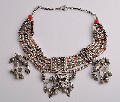 Antique Yemen Silver / red coral Choker