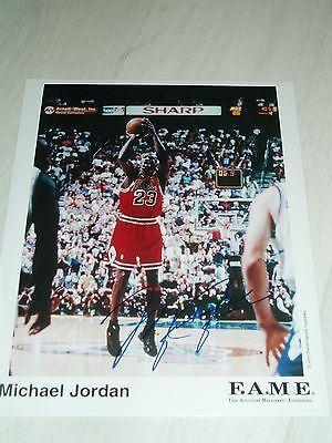 A Great Collectors Item Michael Jordan Signed Colour Photograph Approx 8X10