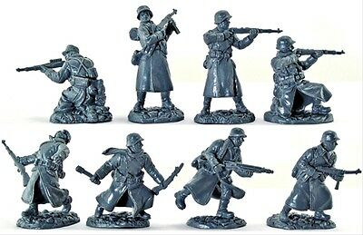 TSSD 1/32 - WWII Germans in GREATCOATS - 8 FIGURES GREAT ACTION POSES LIMITED