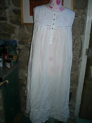 Vintage 100% cotton ladies white cotton nightdress embroidery tiny buttons M 14
