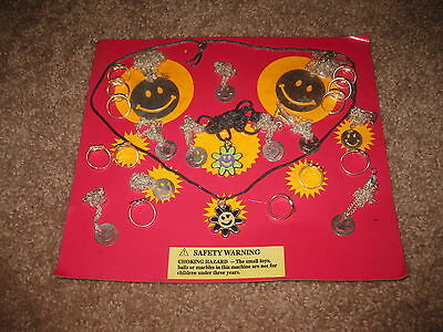 VINTAGE Retro Gumball Header SMILE NECKLACE JEWELRY Toy Charm Prize Display Card
