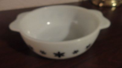 Vintage Pyrex Casserole Dish Gaiety Snowflake