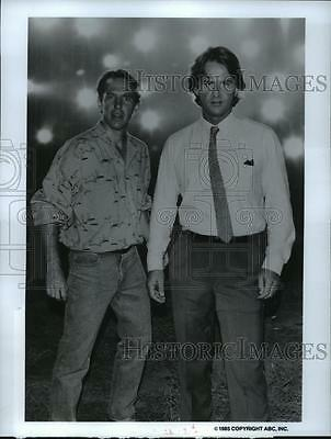 1985 Press Photo Dennis Dugan and Trevor Eve in Shadow Chasers, on ABC.