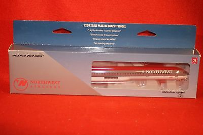 Hogan 2285 Northwest Airlines Boeing 757-300 Desk Top Model+Stand 1-200 Scale