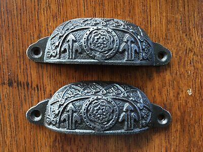 A pair of Victorian Fleur de Lis cast iron drawer pull furniture handle ALR18
