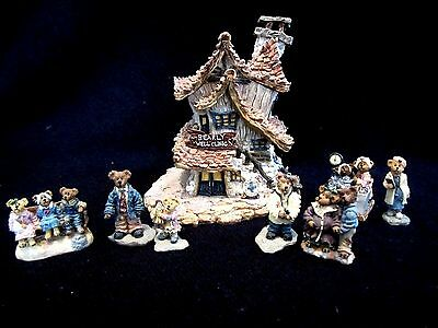 Boyds Bears Bearly Built Village Bearly Well Clinic w/Acessories #19008, 4E/3975