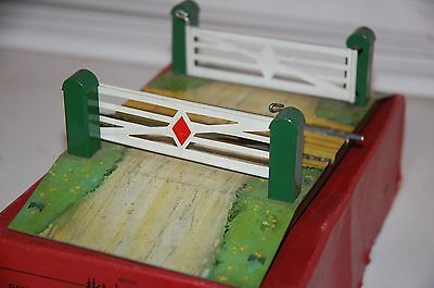 HORNBY TRAINS O GAUGE  No 2 LEVEL CROSSING BOXED