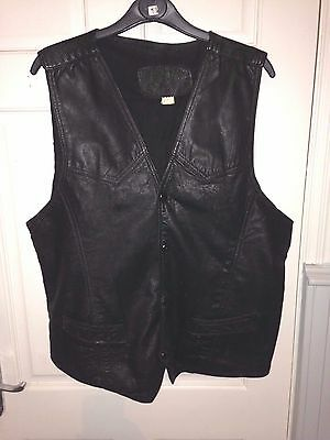 WELL WORN & BATTERED OLD VINTAGE 1970s 80s BLACK LEATHER WAISTCOAT SIZE 44 CHEST