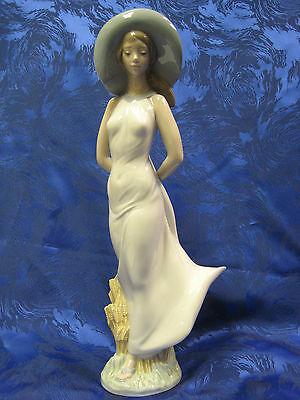 Summer Breeze Female Figurine Nao By Lladro  #1718