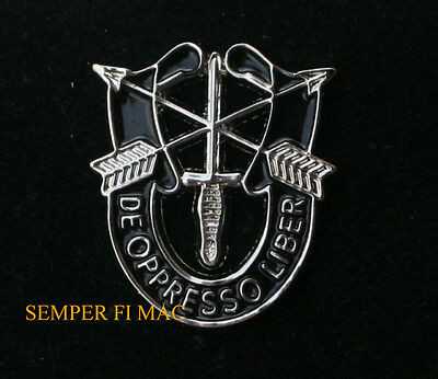 SPECIAL FORCES DE OPPRESSO LIBER CREST HAT PIN US ARMY Green Berets Fort Bragg