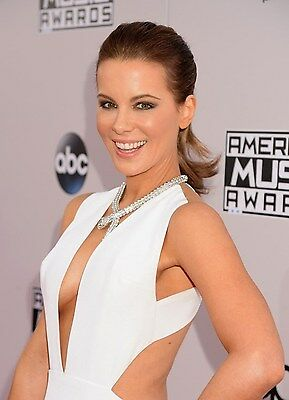 """Kate Beckinsale in a 8"""" x 10"""" Glossy Photo 61"""