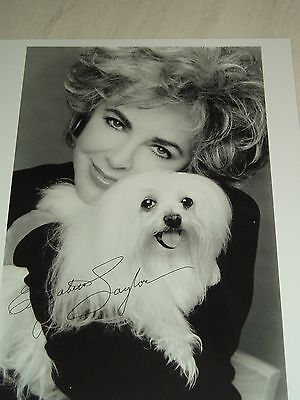 Elizabeth Taylor Signed Black And White Photo Approx 8X10 Great Collectores Item