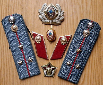 Soviet Russian epaulets,cockardes,buttonholes of senior lieutenant of militia