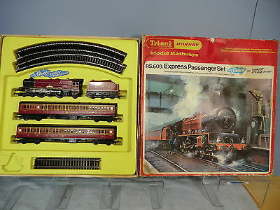 TRI-ANG / HORNBY RAILWAYSMODEL No.RS 609 LMS EXPRESS PASSENGER SET VN MIB