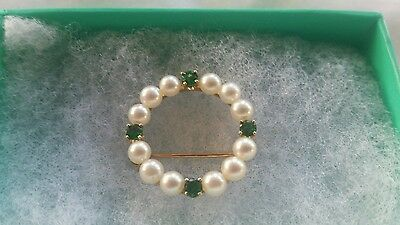 14K Gold Pearls And Emeralds Round Brooch Stunning