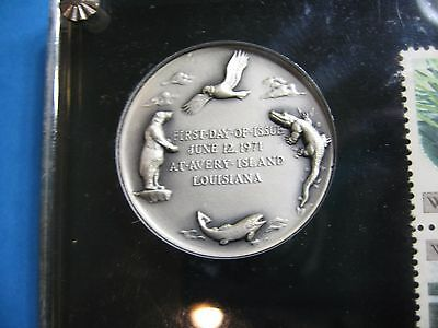Polar Bear Condor Trout Alligator Maco 999 Silver Coin & Stamps Lucite Holder