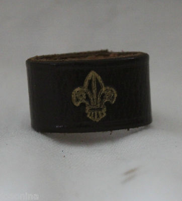 Late 1950 early60 BOY SCOUTS CANADA LEATHER WOGGLE SCOUTING fleur de lis vintage