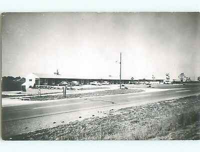 1950's rppc OLD CARS PARKED AT MOTEL o2428