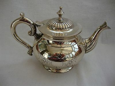 A Quality Vintage English Silver Plated Engraved Teapot Tea Pot