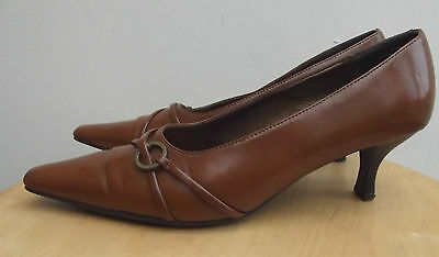 CLARKS Tan Brown Leather vintage style kitten heel Court/Slip on Shoes Size 5