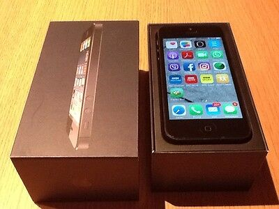 Apple Iphone 5 Complete In Box With Rare Game