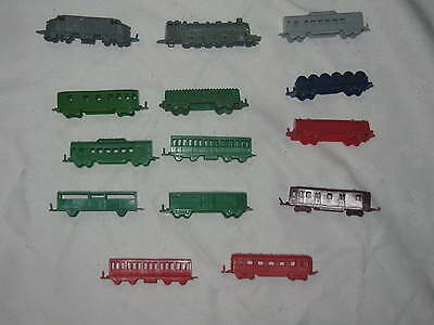 14 x Vintage 50/60's Plastic Small Cereal Toys Trains Loco's Carriages & Carts