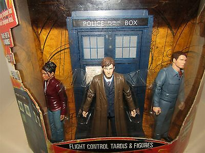 Dr WHO FLIGHT CONTROL TARDIS AND 3 FIGURES BOXED