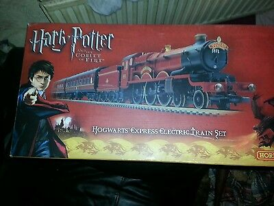 Hornby harry potter and the goblet of fire hogwarts express electric train set