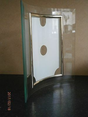 """Curved Bevelled Glass Vertical Photo Frame, with Gilt Edge ( 5"""" x 7"""" photo)"""