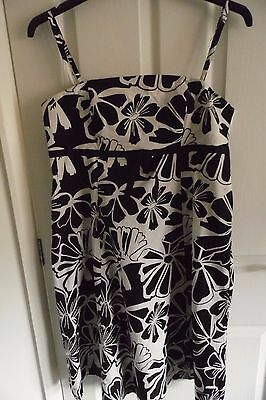 Ladies Summer Black & White Patterned Dress Size 16 Good Condition