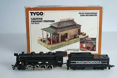TYCO HO Scale Steam Locomotive Chattanooga #638 & Lighted Freight Station #906