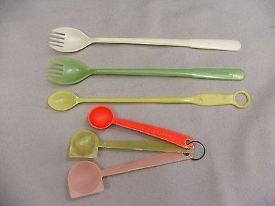 Mid Century Retro 6 Tupperware Plastic Measuring Spoons Forks Sporks and Scoops