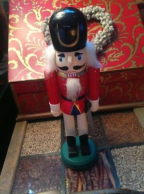 VINTAGE 10in NUTCRACKER SOLDIER KING, HANDPAINTED ITEM, RARE FROM GERMANY.