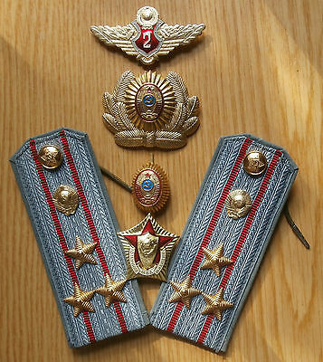Soviet Russian epaulets of colonel,cockardes & sign of militia,1970
