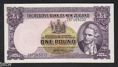 NEW ZEALAND P-159d. 1 Pound (1956-67) - Fleming..  with Thread.. UNC