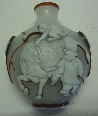 Antique overlaid glass Chinese snuff bottle
