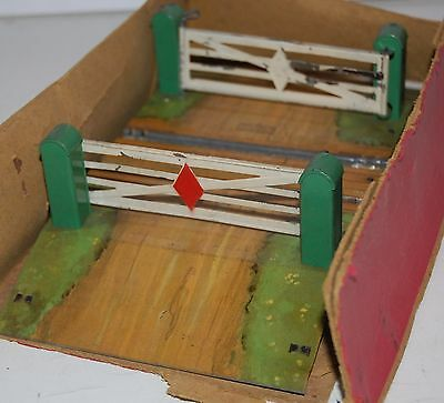 HORNBY SERIES O GAUGE  No 2 LEVEL CROSSING BOXED