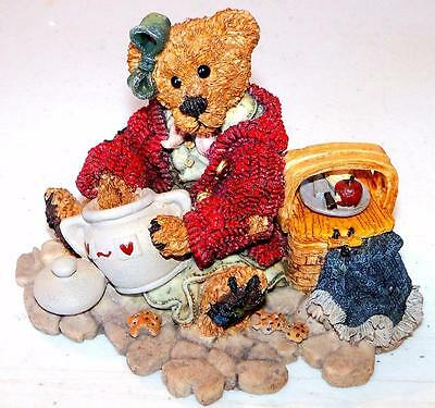Boyds Bears THE COOKIE QUEEN FIGURINE Bearstone Collection Resin Figurine