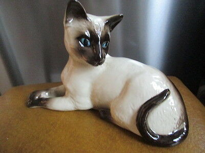 LovelyRoyal Doulton Large Sitting Siamese Cat  Beautiful Condition