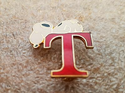 """SNOOPY LETTER """"T"""" PIN,  United Features, Aviva"""