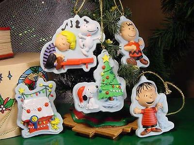 Set of 5 PEANUTS GANG CHRISTMAS ORNAMENTS Snoopy Doghouse SCHROEDER piano Linus