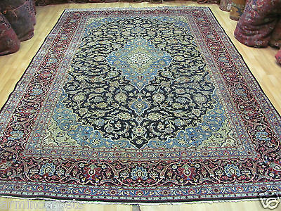 AN ASTONISHING OLD HANDMADE KASHAEN ORIENTAL CARPET (361 x 235 cm)