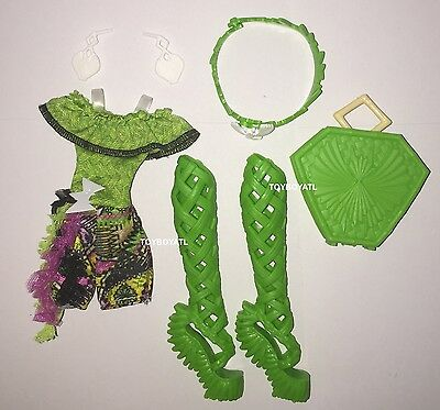 Monster High Brand-Boo Students Batsy Claro Doll Outfit Clothes Jumper Shoes NEW