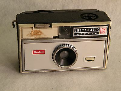 Vintage KODAK Instamatic 104 Collector Camera For use w/ 126 Film Flash Cube
